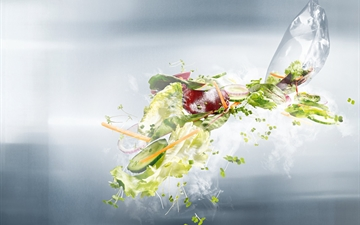 Salad packed in MAPAX modified atmosphere packaging.  The picture is part of the global product campaign. Titel: Product Campaign Food MAPAX   Please go to Marketing Smart Templates in case you want to adapt the global campaign.