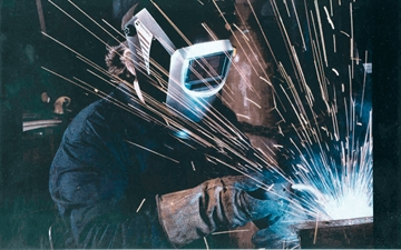 Eye protection with protective screen at shielding gas welding (Source speedglas)